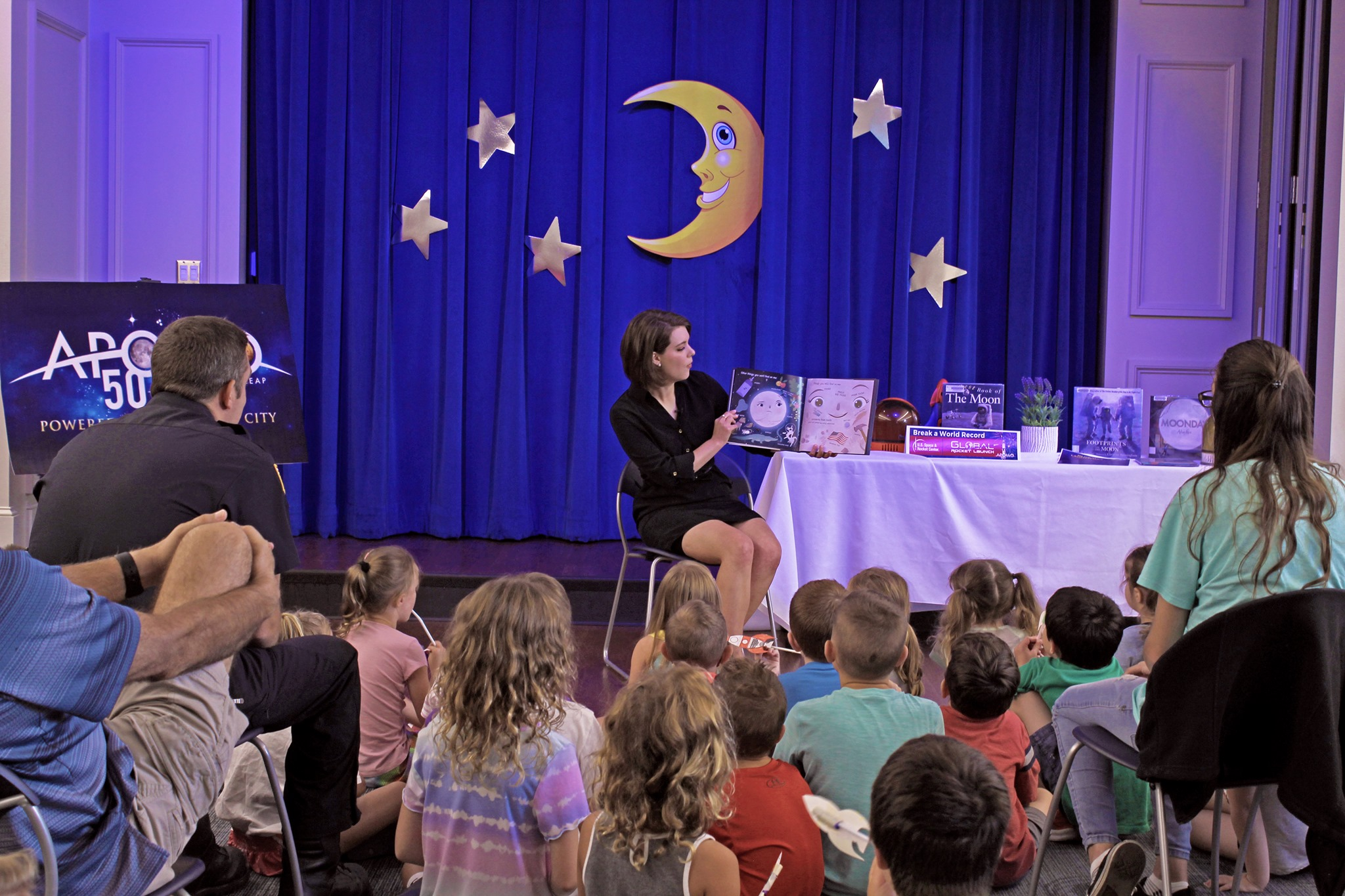 Jill Szwed from WLEX tv channel 18 read to kids during Global launch