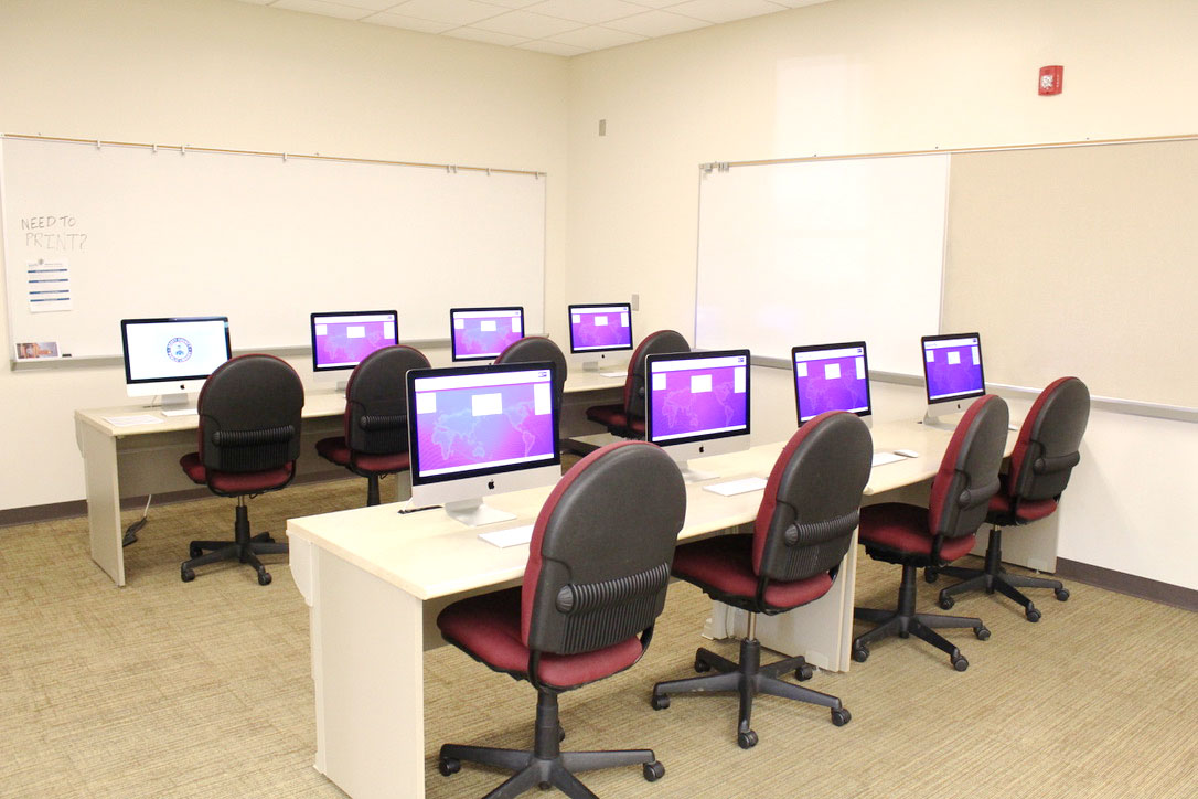 Mac Lab with eight apple computers